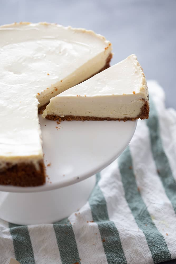 Classic Cheesecake With Sour Cream Topping