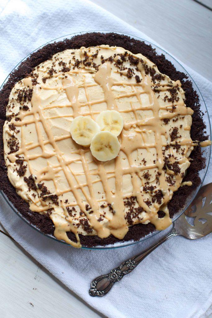 Peanut Butter Banana Cream Pie- a sweet and salty twist on my favorite classic! #baking #dessert #bananacreampie #thanksgiving #pie