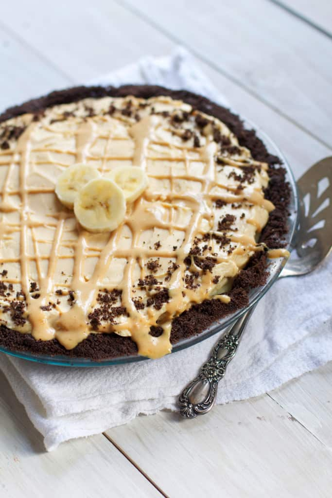 Peanut Butter Banana Cream Pie- a sweet and salty twist on my favorite classic! #baking #dessert #bananacreampie #thanksgiving #pie